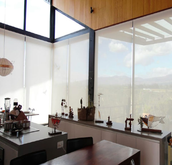cortinas-enrollables-traslucidas-cocina